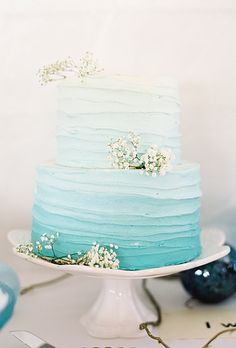 blue ombre wedding cake beach - would want this in purple