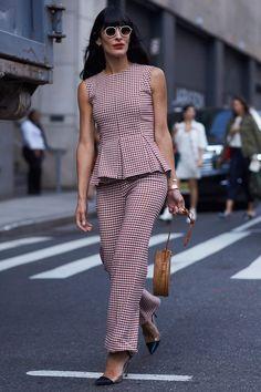 New York Fashion Week Street Style Spring 2018 New York Fashion Week Street Style, Spring Street Style, Cool Street Fashion, Office Fashion, Business Fashion, Work Fashion, Fashion Design, Stylish Dresses For Girls, Stylish Dress Designs