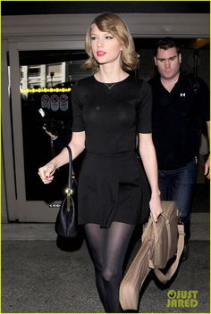 Taylor Swift Shows Off Her New Short Hair at the Airport!