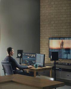 This editing suite is life Home Office Setup, Desk Setup, Room Setup, Desk Inspiration, Interior Design Inspiration, Recording Studio Setup, Film Up, Youtube Editing, Editing Suite