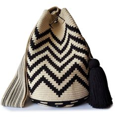$89.90-$92.90 #Wayuubags. Large Wayuu bag are yourgo-tocomfortable cross-body bags for the beachandthe city. You can't have just one!All Wayuu bags come with a handwritten postcard, and little gift. The time required to elaborate a Wayuu Mochila varies from 10-15 days. www.lombiaandco.com Tapestry Bag, Crochet Bags, Little Gifts, Vivid Colors, Cross Body, Knitted Hats, Crossbody Bag, Knitting, City