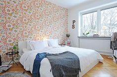 charming wallpaper for this bedroom http://www.alvhemmakleri.se/