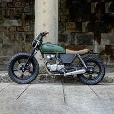 Your Favourite Son – dropmoto: Side boob. Honda brat dialled in… Your Favourite Son – dropmoto: Side boob. Honda brat dialled in… Honda Scrambler, Cafe Racer Honda, Inazuma Cafe Racer, Cafe Bike, Cafe Racer Bikes, Cafe Racer Motorcycle, Women Motorcycle, Motorcycle Quotes, Motorcycle Helmets