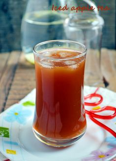 Iced apple tea recipe: iced tea with fresh apple juice and cinnamon
