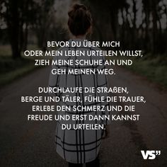 Visual Statements® Bevor du über mich oder mein Leben urteilen willst, zieh meine Schuhe an und geh meinen Weg. Durchlaufe die Straßen, Berge und Täler, fühle die Trauer, erlebe den Schmerz und die Freude und erst dann kannst du urteilen. Sprüche / Zitate / Quotes /Leben / Freundschaft / Beziehung / Familie / tiefgründig / lustig / schön / nachdenken #VisualStatements #Sprüche #Spruch #Leben #Vorwurf