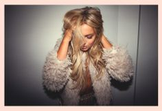 Find images and videos about girl and fanny lyckman on We Heart It - the app to get lost in what you love. Hippie Style, Hippie Boho, My Style, Fanny Lyckman, Medium Hair Styles For Women, Beige Blonde, Pink Jacket, Loose Waves, Boho Chic
