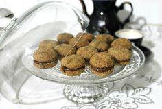 Baci di dama: uno dei dolcetti più eleganti e buoni! http://blog.giallozafferano.it/panedizucchero/baci-di-dama-alla-nocciola/