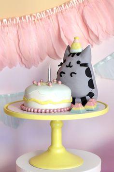 PUSHEEN BIRTHDAY PAWTY; pusheen-cake