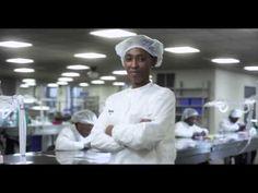 SHINOLA VEUT FAIRE DE DÉTROIT LA CAPITALE HORLOGÈRE DE L'AMÉRIQUE  ••• Un détour par la manufacture Shinola, qui s'est installée dans les friches industrielles de Detroit pour y récreer une manufacture mécanique (accessoires, vélos et surtout montres). ••• Business Montres : http://www.businessmontres.com/?p=18681