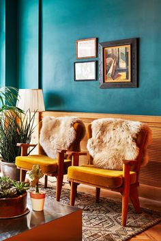 In New York, the hotel scene is always changing. Here Laura Itzkowitz picks the best New York hotels covering NoMad, Dumbo, Manhattan and Brooklyn. Manhattan Hotels, Nyc Hotels, New York Hotels, Williamsburg Hotel, Roman And Williams, Best Interior Design, Luxury Interior, Bunt, Living Room