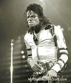 Los Angeles - Sports Aren 26/01/1989. Michael performed in Los Angeles on January 16th, 18th, 26th, 27th, 1989. This last one is the Bad Tour Finale Date.