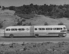 1946 Kaiser bus. I had no idea the bendy-bus had been around for so long. .#jorgenca.
