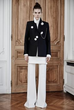 Ellery Fall 2015 Ready-to-Wear - springs long tunics and wide legs continue into fall- also love the random graphic buttons/earrings
