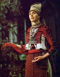 sharingsuns:  Erzya costume