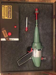 RAY GUN Steampunk Weapons, Sci Fi Weapons, Fantasy Weapons, Metal Toys, Tin Toys, Vintage Space, Vintage Toys, Space Toys, Robot Concept Art