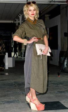 Pixie Geldof Wedges - Pixie Geldof topped off her ensemble with bold coral wedges. Pixie Geldof, Coral Wedges, Topshop Unique, Fall Winter, Autumn, Front Row, Women Wear, Normcore, Denim