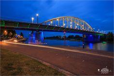 https://flic.kr/p/Mr6aAB | Het foute blauwe uur | Wrong Blue Hour John Frostbridge @Arnhem | Lees het verhaal achter deze foto hier: nldazuu.com/het-faute-blauwe-uur/