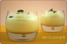 Pour 2:  150 ml de jus d'ananas 1 blanc d'oeuf 1/2 feuille de gélatine 50g de sucre (ajuster au goût) menthe fraîche ****Préparation: Monter les blancs en neige avec 1 pincee de sel.  Faire fondre la gélatine avec le jus d'ananas  et le sucre  et 3 feuilles de menthe hachées dans une casserole. Mélanger le jus avec les blancs en neige délicatement. Répartir dans les moules. Mettre au moins 1h au frigo.