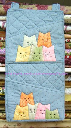 ♥ I'm not sure what this is, but the kitties would be so cute on a potholder.  Adorable cats