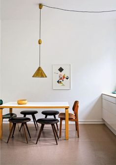 want a table like this one  http://25.media.tumblr.com/5d52ba99712326633a1cfaadf5e9a210/tumblr_mfd089AN3l1qzgf8eo1_1280.jpg