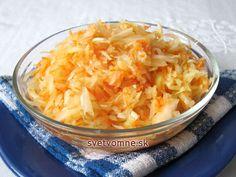 Obľúbený klasický šalát zo sparenej kapusty v sladkokyslom náleve. Podávame k pečeným a duseným mäsám.