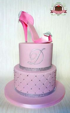 Shoe cake High Heel Cakes, Shoe Cakes, Cupcake Cakes, Purse Cakes, High Heel Kuchen, Beautiful Cakes, Amazing Cakes, Decors Pate A Sucre, Fashionista Cake