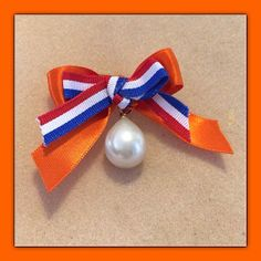 🌟Tante S!fr@ loves this📌🌟Koningsdag Parel Broche van NanaPearl op Etsy, Fathers Love, 5 Mei, Holland, Dutch, Etsy, Lifestyle, The Nederlands, Dutch Language, The Netherlands