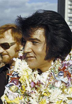 Elvis Presley arrives in Hawaii for his televised concert, 1973