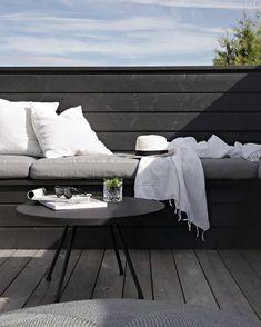 DIY outdoor sofa up on the blog ✔️ #linkinbio #diy #diysofa #terrace #stylizimohouseoutdoors