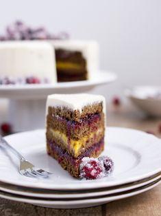Prosincová výzva pro odvážné pekaře v prosincovém Gurmetu mě okamžitě zaujala - perníkový korpus, promazaný kyselou marmeládou z brusinek a ...