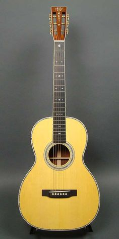Martin OO-45 Custom (2013) : Adirondack Spruce top, Cambodian Rosewood back & sides. Constructed with hide glue.