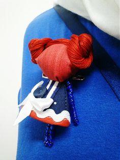 maramanufaktura / brošňa mini MARA námornícka /modro červeno biela /