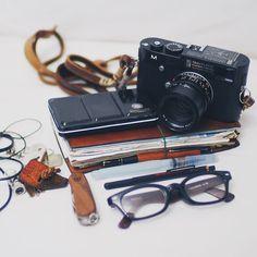 #EDC #Leica #leicam240 #travelersnote #travelersnotebook #rembrandt #royaltalens @royaltalens #pentel #shure
