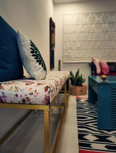Home style Tour with Rajni in Hyderabad: The sitting area has two single seater sofas, a teal table, long bench and green plants Home Room Design, Living Room Designs, House Design, Teal Table, Indian Living Rooms, Quirky Home Decor, Living Room Flooring, Warm Colours, Decorating Blogs