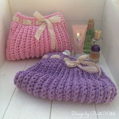 Romantic crochet vanity bags designed by BautaWitch.