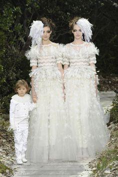 パリに妖精の森が出現。シャネル春夏2014オートクチュールコレクション