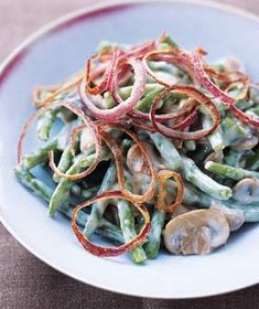 Green Beans with Mushrooms and Crispy Onion Rings    1/2  small red onion, cut into thin rings and separated  2  tablespoons  all-purpose flour  kosher salt and black pepper  2 1/2  tablespoons  olive oil  8  ounces  button mushrooms, sliced  1  cup  1 percent milk  1  pound  frozen green beans, thawed