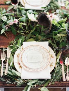 Garland covers this wedding table: http://www.stylemepretty.com/little-black-book-blog/2014/06/16/symphony-wedding-inspiration/ | Photography: Orange Photographie - http://orangephotographie.com/