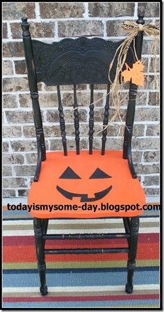 Halloween Chair- Saw it- Made my own Halloween Wood Crafts, Halloween Projects, Diy Halloween Decorations, Vintage Halloween, Fall Crafts, Halloween Pumpkins, Halloween Crafts, Christmas Crafts, Happy Halloween
