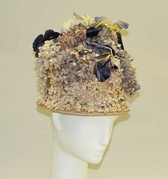 From the Victoria & Albert Museum: From the until the the label of Caroline Reboux dominated Parisian millinery fashions. Caroline Reboux began her career as a penniless… Suzy, Vintage Outfits, Vintage Fashion, Vintage Hats, Vintage Clothing, Retro Fashion, Vintage Style, Caroline Reboux, Flapper Hat
