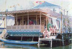 Google Image Result for http://www.kashmir-houseboats.com/new-pic/house-boat3.jpg