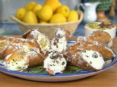 The 3 Most Famous Recipes to fill Cannoli.Here the Ultimate guide to Fill Cannoli Siciliani. Ricotta cheese, Pastry Cream and Pistachio Cream are just 3 of the Italian Pastries, Italian Desserts, Mini Desserts, Delicious Desserts, Dessert Recipes, Yummy Food, Take The Cannoli, Wine Recipes, Cooking Recipes