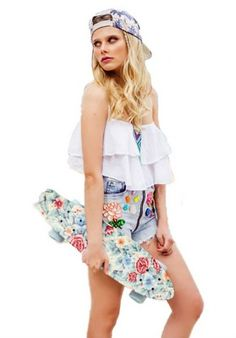 Look simple pero cool Famous Girls, Famous Women, Disney Channel, Summer Outfits, Girl Outfits, Summer Dresses, Ambre Smith, Divas, Son Luna