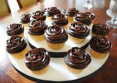 cupcakesoftheday:    CHOCOLATE-CHOCOLATE CUPCAKES!