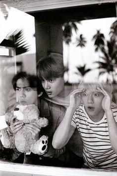 Baekhyun: why is my channie with them? Kai: why is my kyungsoo with pcy and luhan? Sehun: how can my luhan go with them? Exo Kai, Exo Chen, Exo Kokobop, Chanbaek, Exo Ot12, Btob, Exo Memes, Baekhyun Photoshoot, Vixx