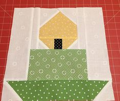 New Christmas Quilt Pattern - Candle Quilt Block - ellis & higgs - ellis & higgs - Patchwork, Quilting & Sewing Patterns, Ideas & Tips - Holidays Christmas Quilting Projects, Christmas Blocks, Christmas Quilt Patterns, Quilt Block Patterns, Pattern Blocks, Quilt Blocks, Diy Christmas, Sewing Projects For Beginners, Square Quilt