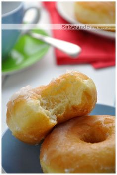 Salseando in the kitchen: Classic Donuts. Morsels of sugary heaven. Cut the center holes with a large decorating tube. Easy Donut Recipe, Baked Donut Recipes, Bakery Recipes, Sweets Recipes, Cooking Recipes, Yummy Treats, Delicious Desserts, Yummy Food, Beignets