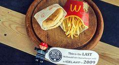 Depuis 2009, et toujours pas une ride... Photo : « Voici le DERNIER cheeseburger vendu en ISLANDE en 2009″ On a déjà dénoncé sur le BBB « l'immortalité » des ingrédients de McDo. Mais l'Islande, non sans humour, a carrément choisi d'exposer au vu de tous...