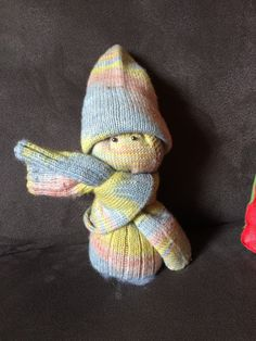 "Sockenmännchen – so you give away socks ""nicely packed"" – socken stricken Crochet For Beginners Blanket, Knitting For Beginners, Knitting Patterns Free, Free Knitting, Watercolor Sea, Sock Yarn, Knitted Blankets, Stitch Markers, Knitting Socks"