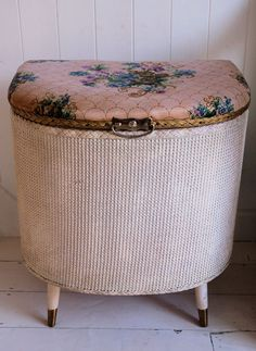 just found same thing in green today to re-vamp! Small Furniture, Upcycled Furniture, Painted Furniture, Wicker Laundry Hamper, Laundry Baskets, Bathroom Seat, Wicker Ottoman, Chabby Chic, Vintage Laundry